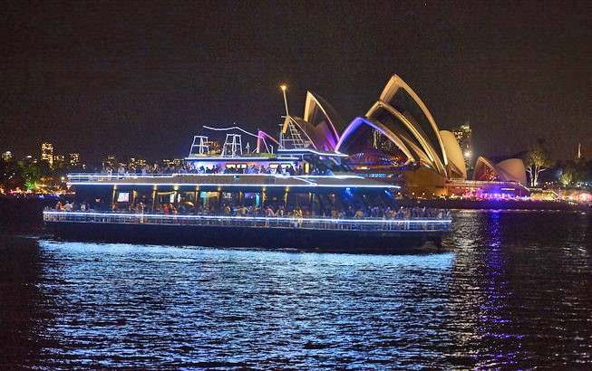 Sydney New Years Eve Cruise in front of Sydney Opera House